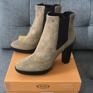 NWT Tod's Tan Suede Wingtip Ankle Boots US SZ 11